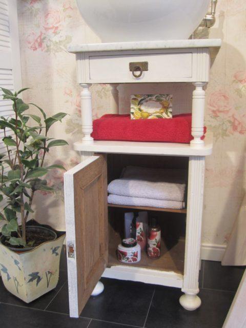 Landhaus-kleiner-Waschtisch-Shabby-Chic-Blossom-White-12-e1456917505410