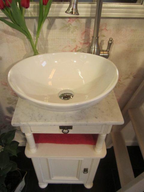 Blossom White - Kleiner Landhaus Waschtisch