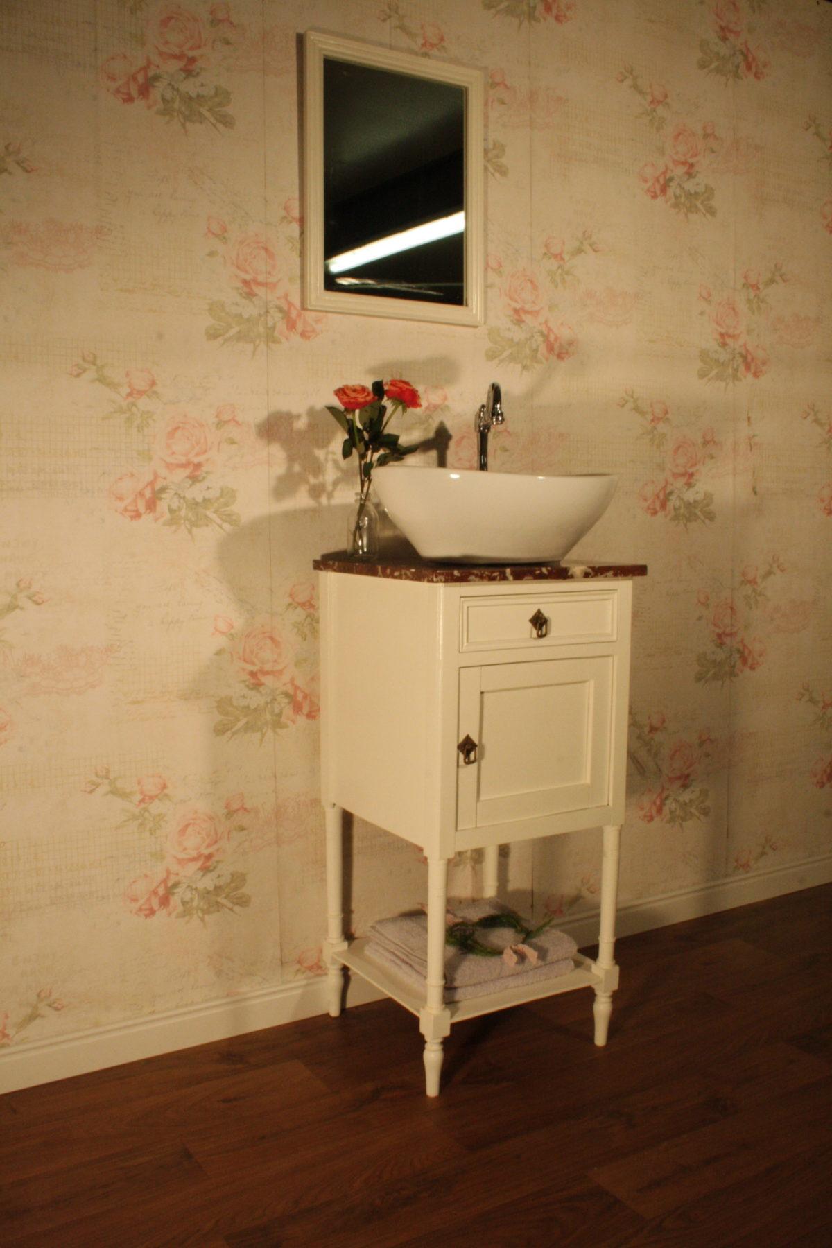 landhaus badm bel bringen nostalgischen flair ins bad. Black Bedroom Furniture Sets. Home Design Ideas
