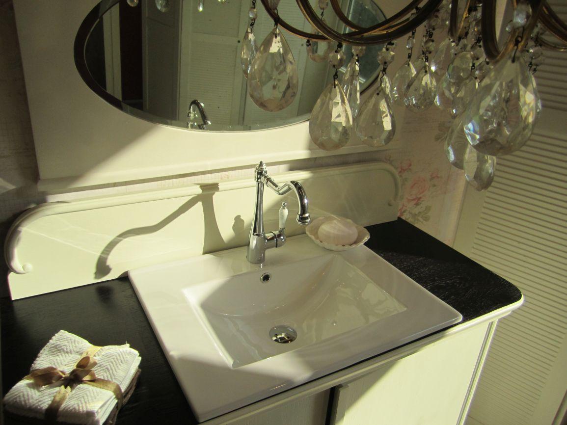badm bel landhaus in verschiedenen stilrichtungen. Black Bedroom Furniture Sets. Home Design Ideas