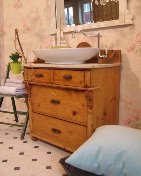 waschtisch im landhausstil home spa im eigenen bad. Black Bedroom Furniture Sets. Home Design Ideas
