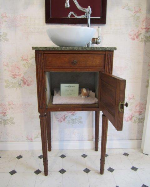waschtische klein wasserheimat. Black Bedroom Furniture Sets. Home Design Ideas