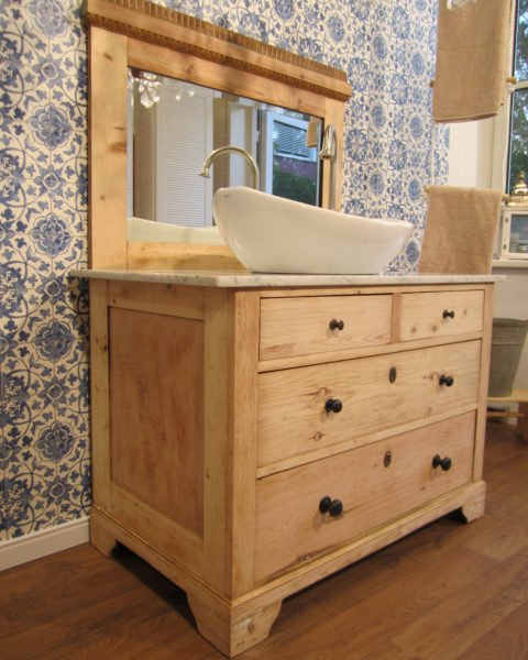 individuelle landhaus badm bel f r den besonderen geschmack. Black Bedroom Furniture Sets. Home Design Ideas