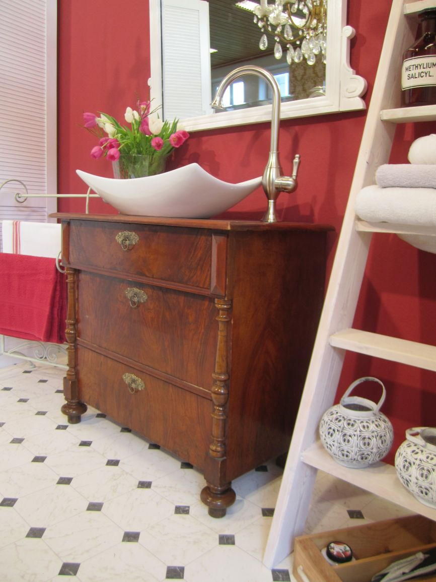 antiker waschtisch mit geschichte wasserheimat. Black Bedroom Furniture Sets. Home Design Ideas