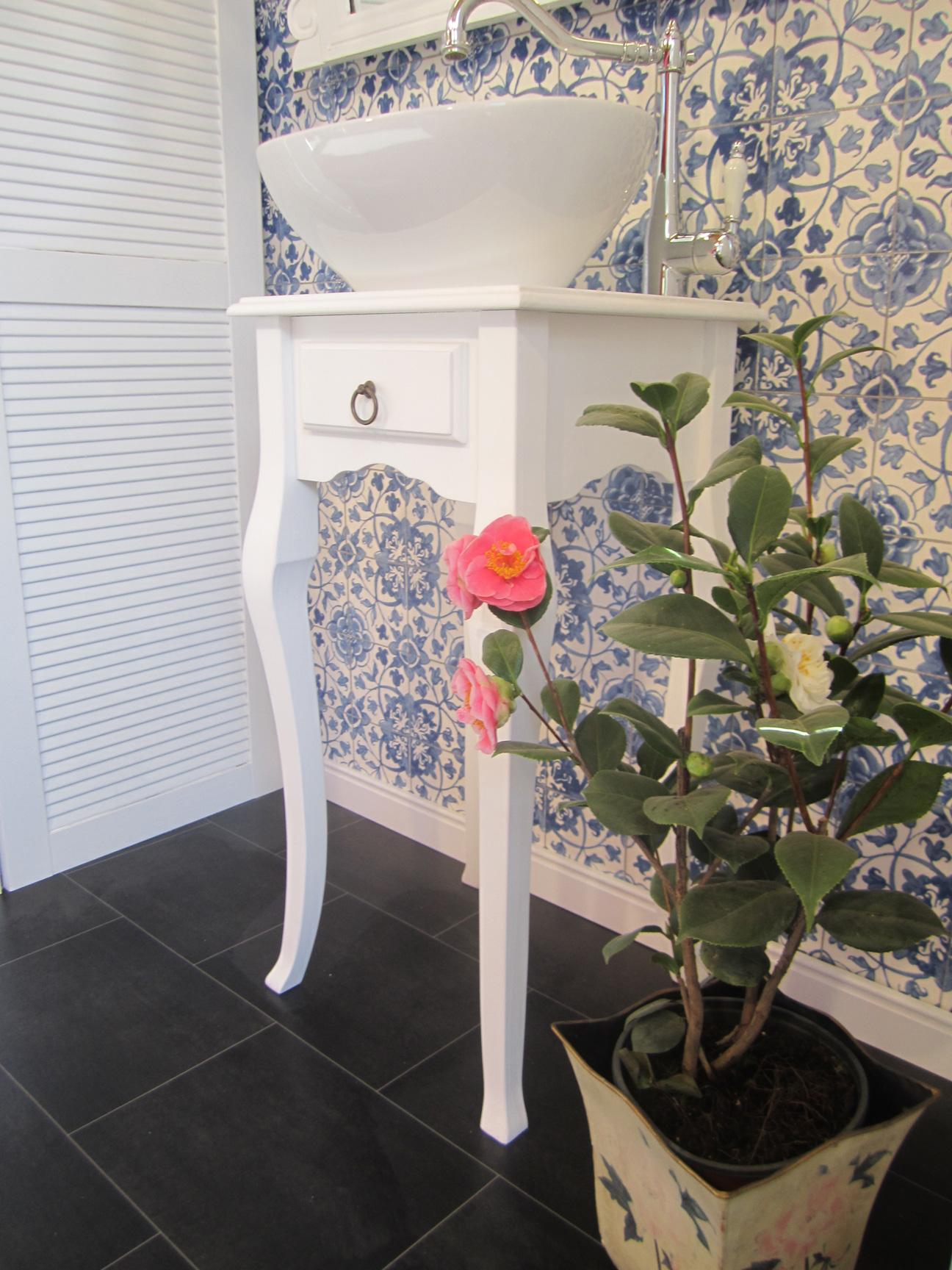paris landhaus waschtisch gaestebad wasserheimat. Black Bedroom Furniture Sets. Home Design Ideas
