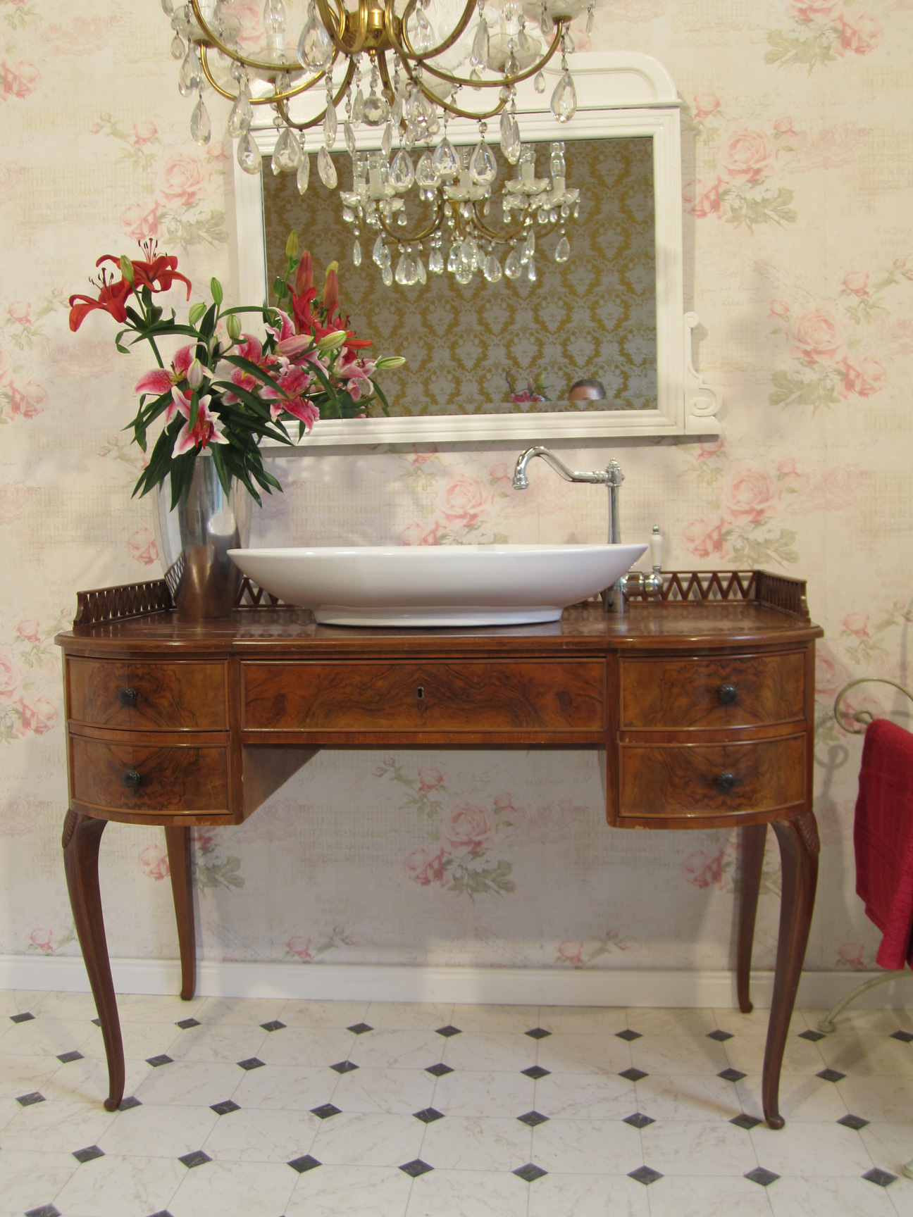 Waschtisch landhaus antik im badezimmer wasserheimat - Badezimmer antik ...