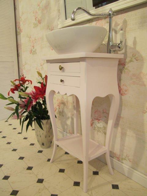 Waschtisch-klein-Badezimmer-im-Landhausstil-Tender-Breath-(10)