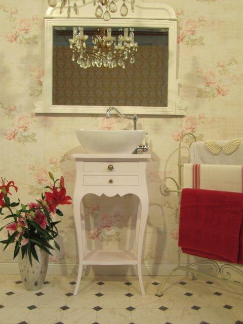 Waschtisch-klein-Badezimmer-im-Landhausstil-Tender-Breath-(4)