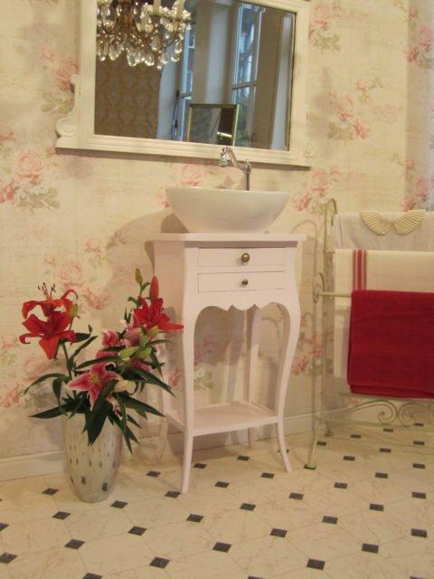 Waschtisch-klein-Badezimmer-im-Landhausstil-Tender-Breath-(7)