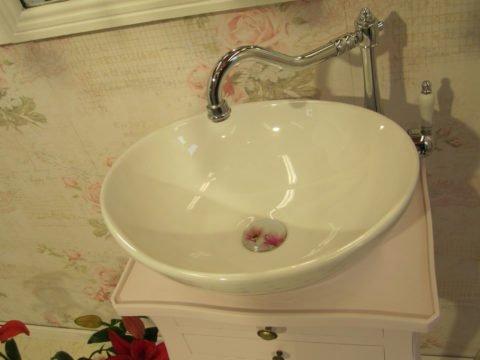 Waschtisch-klein-Badezimmer-im-Landhausstil-Tender-Breath-(8)