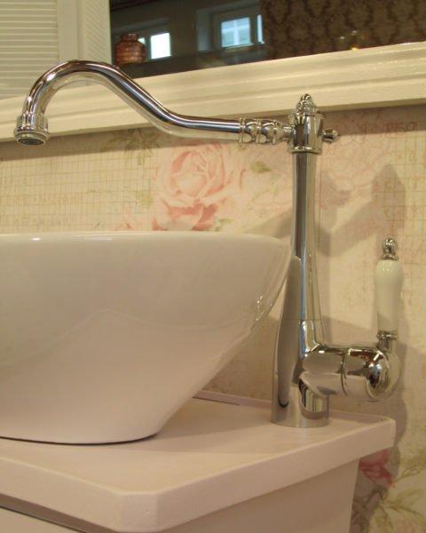 Waschtisch-klein-Badezimmer-im-Landhausstil-Tender-Breath-(9)