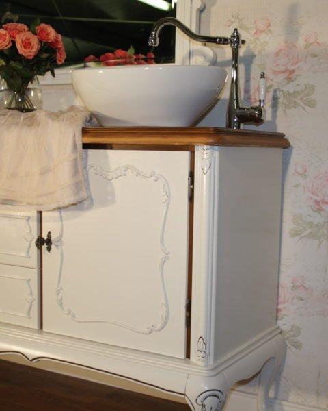 Doppelwaschtisch antik  Le bain d'amour - Ein Doppelwaschtisch Landhaus verschönert das Bad