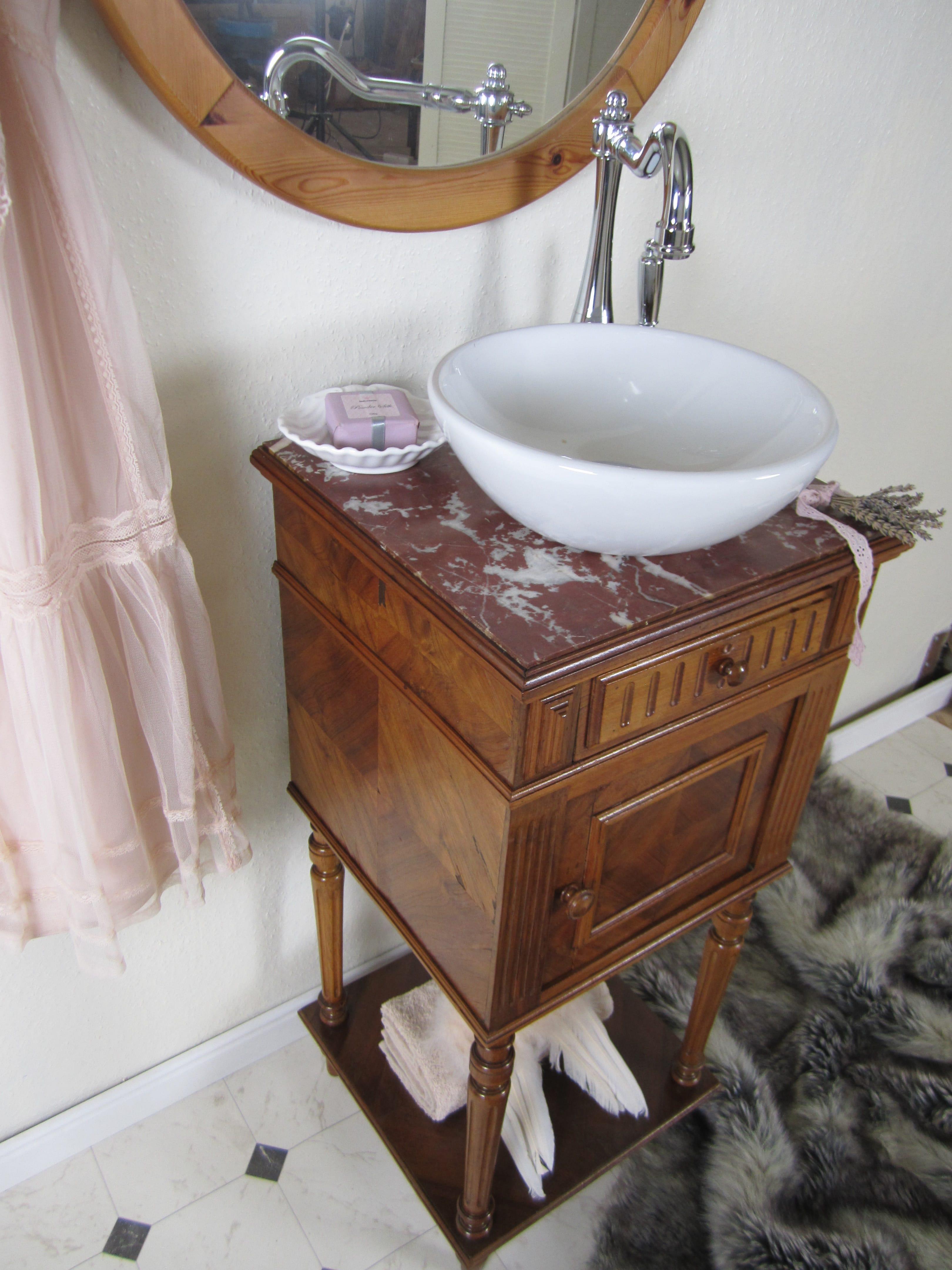 nostalgische waschtische aus der wasserheimat kleiner. Black Bedroom Furniture Sets. Home Design Ideas