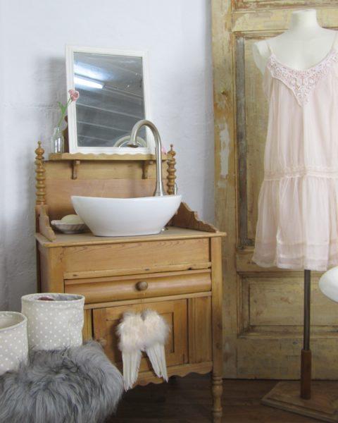 Ein Landhaus Badmöbel Nostalgie mit Geschichte