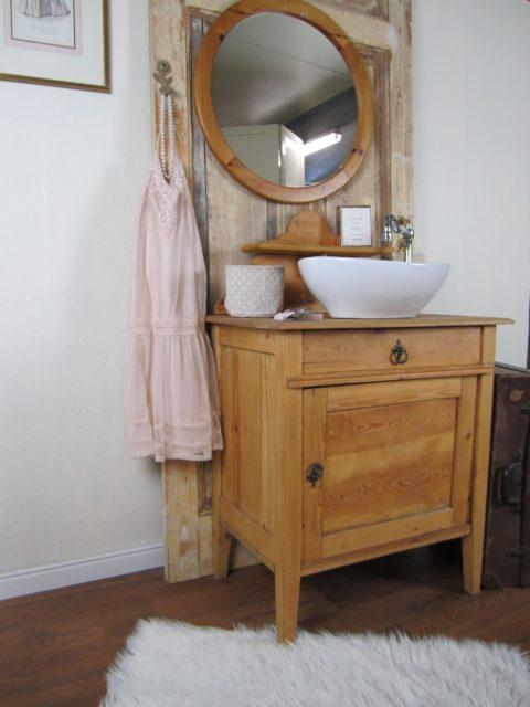 Louanne - Waschtisch antik
