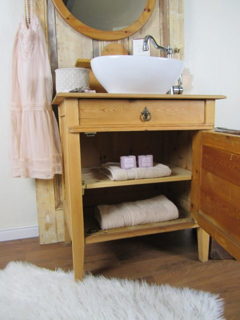Waschtisch antik im Badmoebel Landhaus Stil
