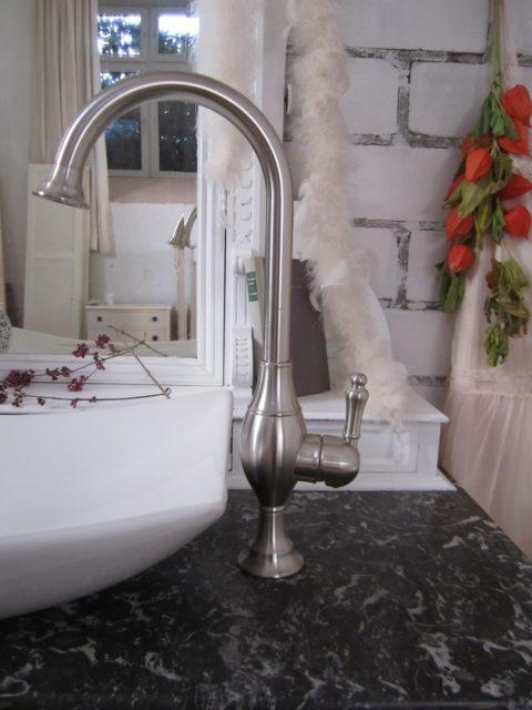 Landhaus Waschtisch mit Marmorplatte, Badmöbel Landhaus, Badmöbel im Landhausstil
