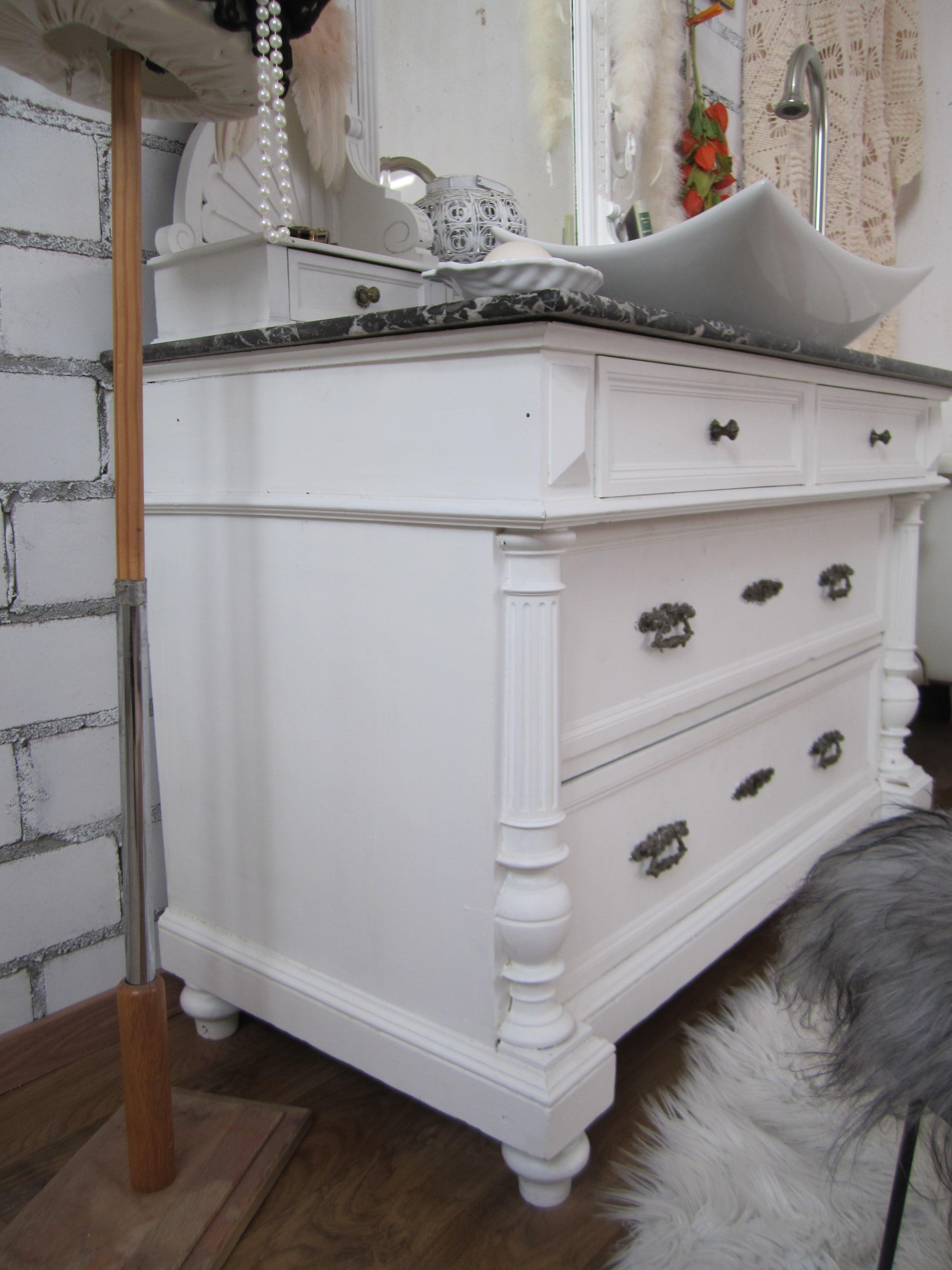 ein landhaus waschtisch mit marmorplatte aus dem hause wasserheimat. Black Bedroom Furniture Sets. Home Design Ideas