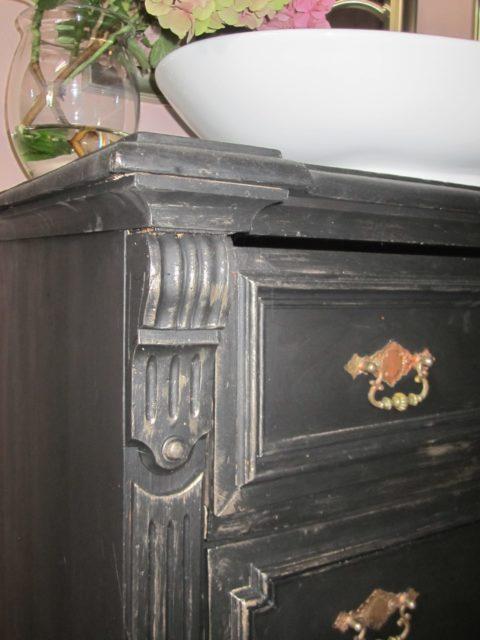 Black-pearl-Badmoebel-antik-schwarz-Landhausstil (14)