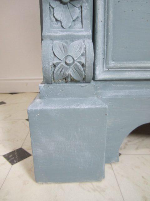 Antiker Waschtisch in Blau und im Landhausstil gestaltet. Ein antikes Badmöbel der besonderen Art.