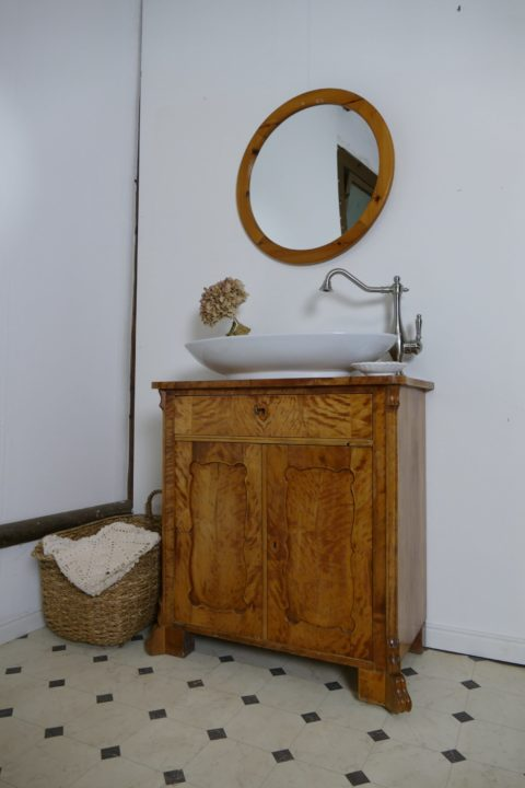 """Claire"" - Antiker Badschrank Naturholz"