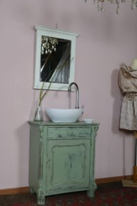 Badezimmermoebel-im-Landhausstil-Waschkommoden