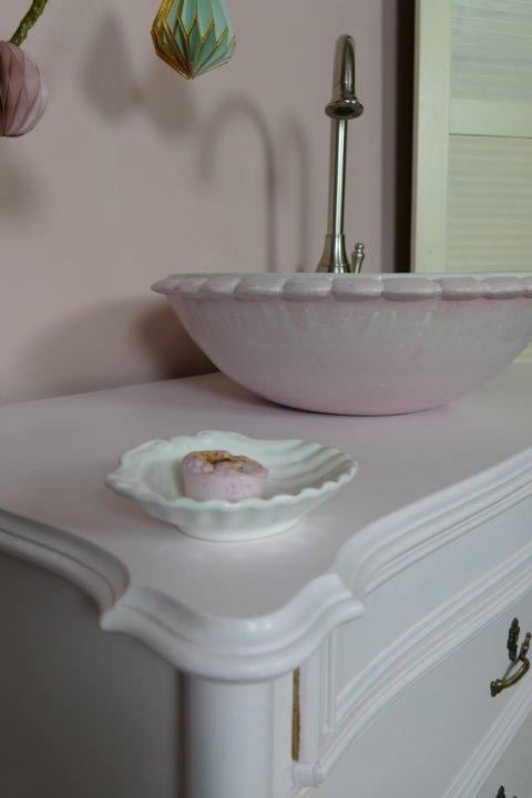 Nostalgische-Waschkommode-Waschtisch-Landhaus-Almond-Blossom